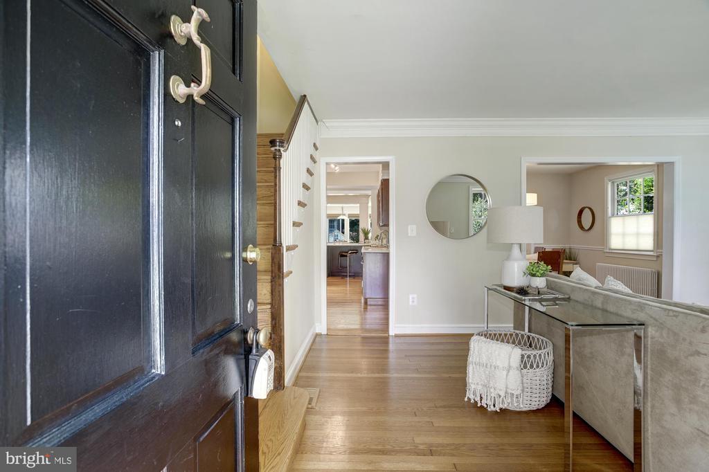 Inviting home in Huntington Terrace - 8622 GARFIELD ST, BETHESDA