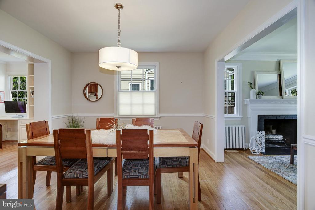 Formal dining room perfect for table extension - 8622 GARFIELD ST, BETHESDA
