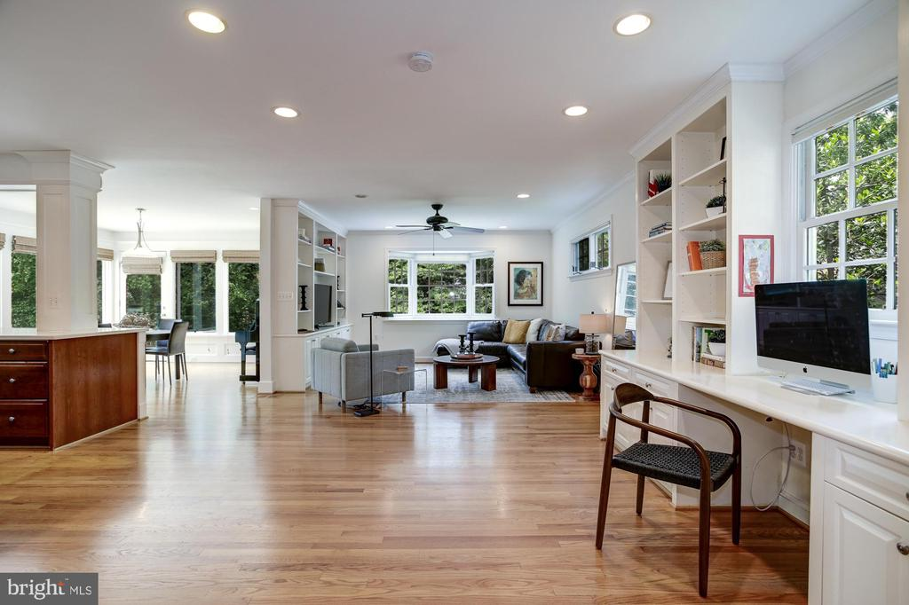 Large family room off kitchen - 8622 GARFIELD ST, BETHESDA