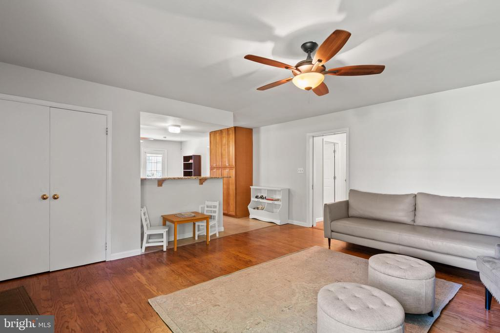 Need more storage...the double closet has it! - 2915 MONROE PL, FALLS CHURCH