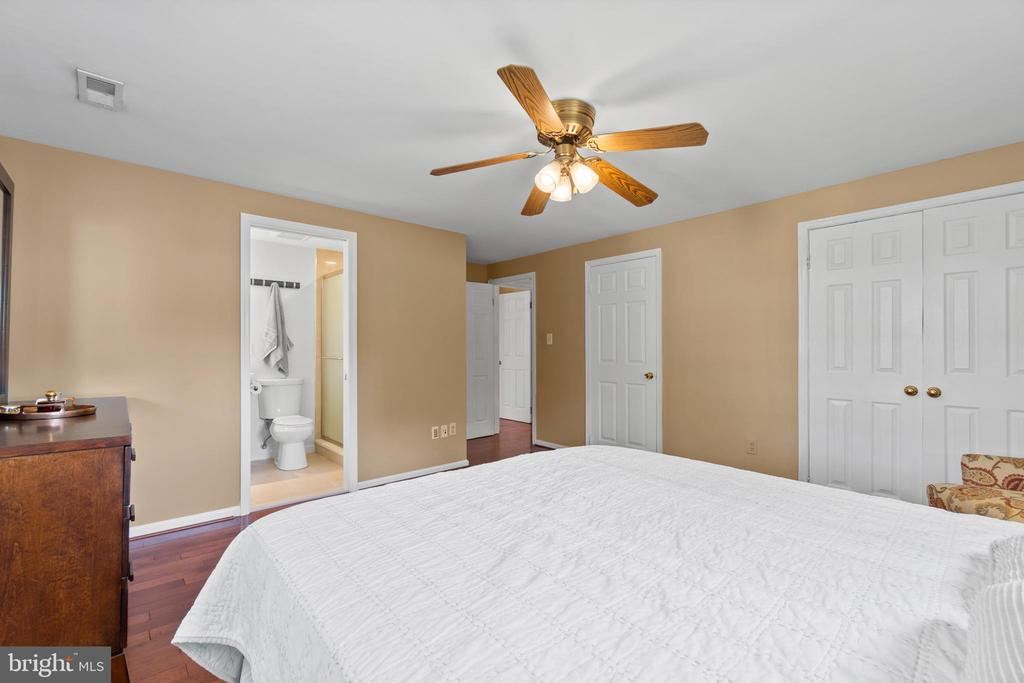Lovely and spacious! - 2915 MONROE PL, FALLS CHURCH