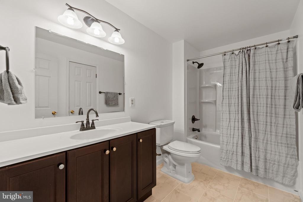 Another renovated full bath!! - 2915 MONROE PL, FALLS CHURCH