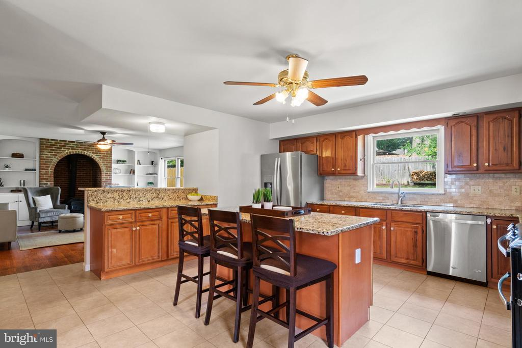 Truly a dream kitchen! Opens to the gorgeous... - 2915 MONROE PL, FALLS CHURCH