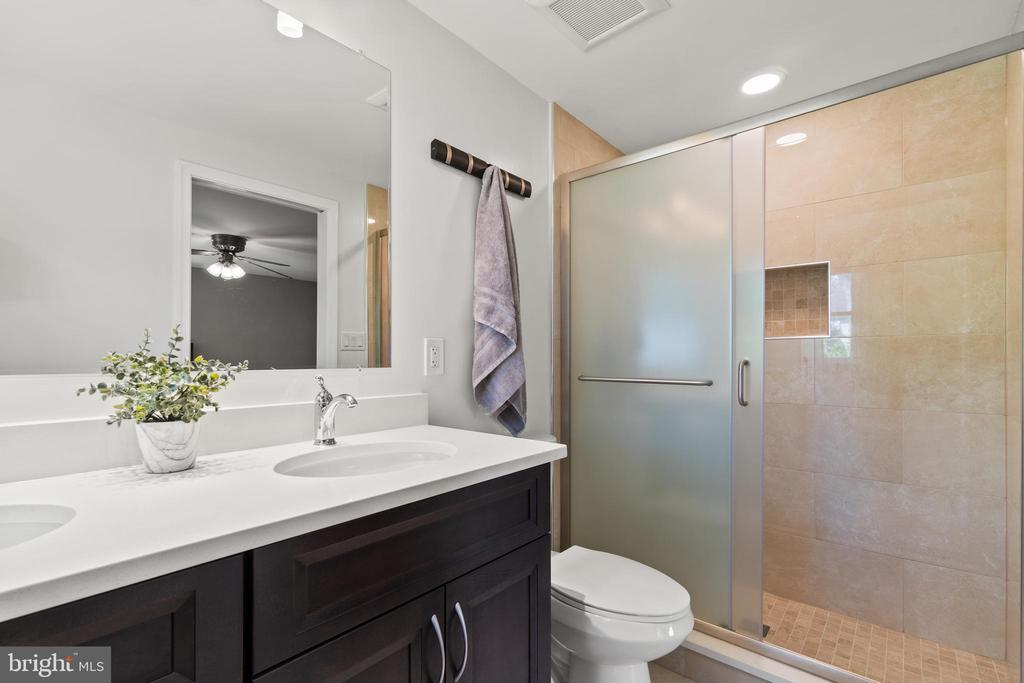The primary bath was also recently renovated! - 2915 MONROE PL, FALLS CHURCH