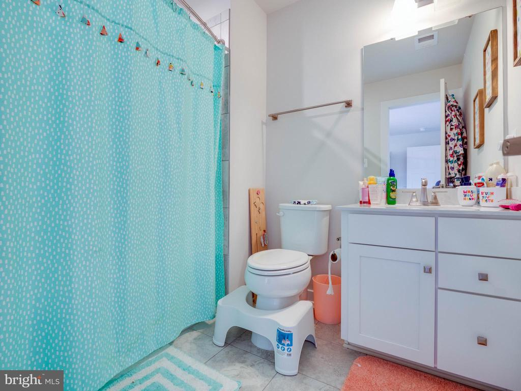 Princess Suite Bathroom - 6877 WOODRIDGE RD, NEW MARKET