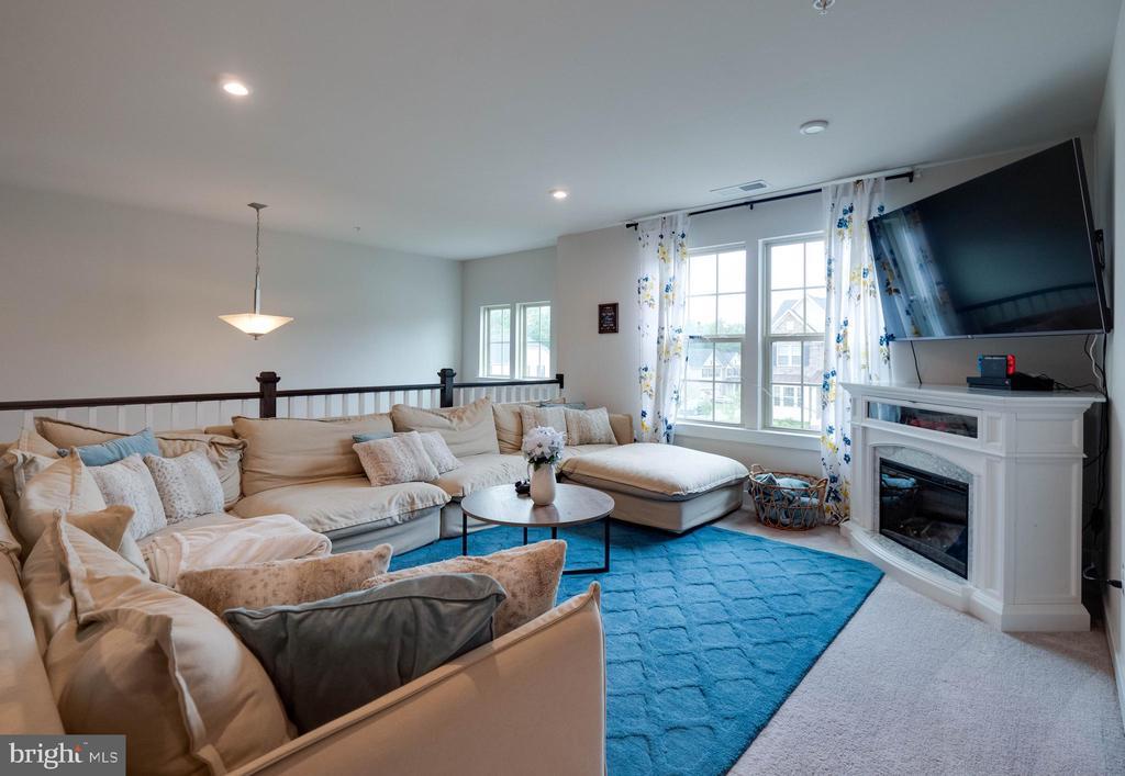 Upper Level Family Room - 6877 WOODRIDGE RD, NEW MARKET