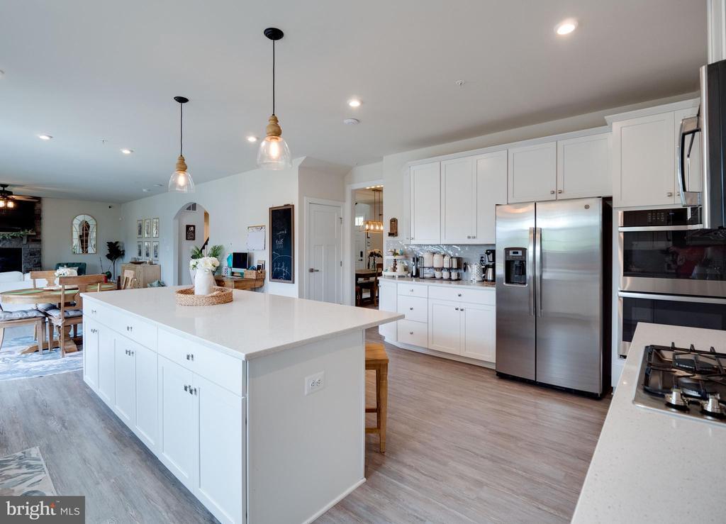 Kitchen with Large Island - 6877 WOODRIDGE RD, NEW MARKET