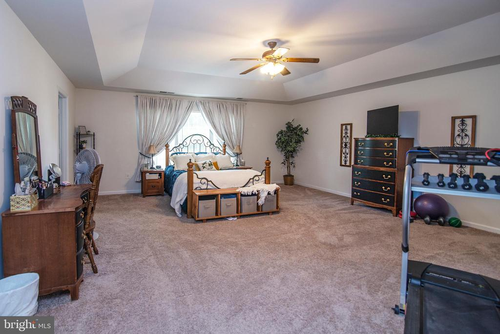 Owners Suite - 53 CARRIAGE HILL DR, FREDERICKSBURG