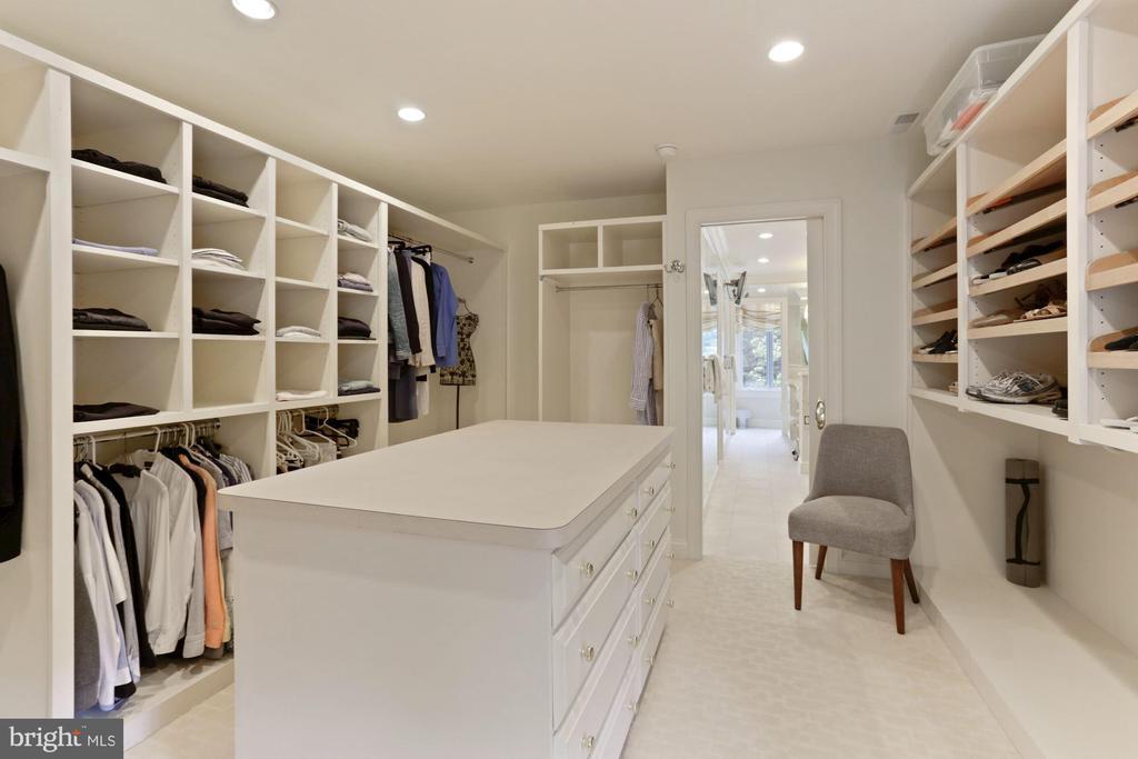 Owner walk-in Closet - 3049 WEST LANE KEYS NW, WASHINGTON