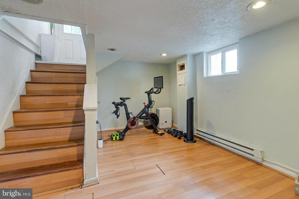 Exercise area in lower level - 1701 N RANDOLPH ST, ARLINGTON