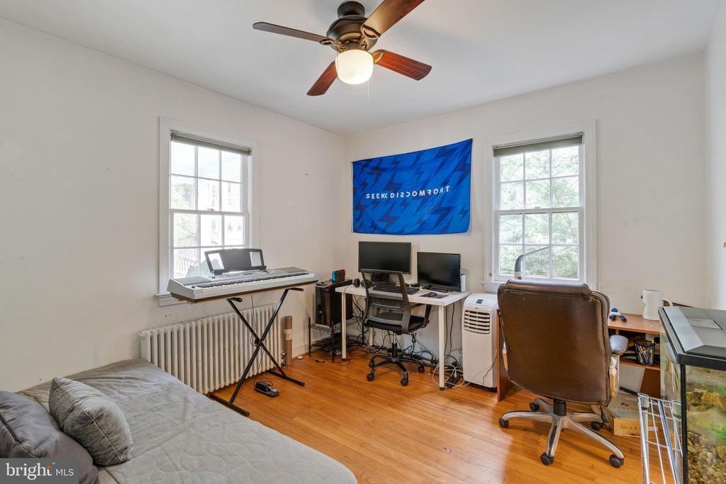 Office or second bedroom on main level - 1701 N RANDOLPH ST, ARLINGTON