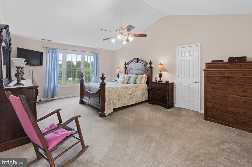 Huge Owner Suite with Cathedral Ceilings - 200 AUTUMN SKY TER, WOODSBORO