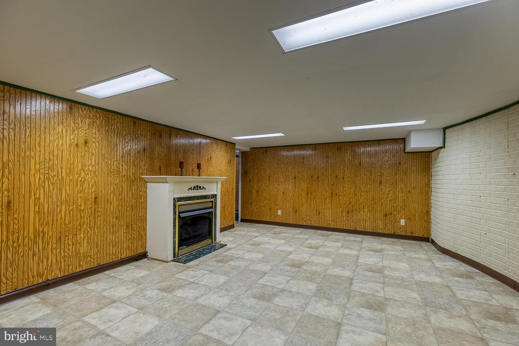 Finished basement additional living room - 710 WIDEWATER RD, STAFFORD