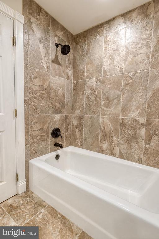 Updated full bathroom - 710 WIDEWATER RD, STAFFORD