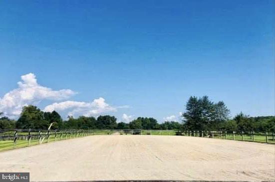 Outdoor arena - 10302 COPPERMINE RD, WOODSBORO