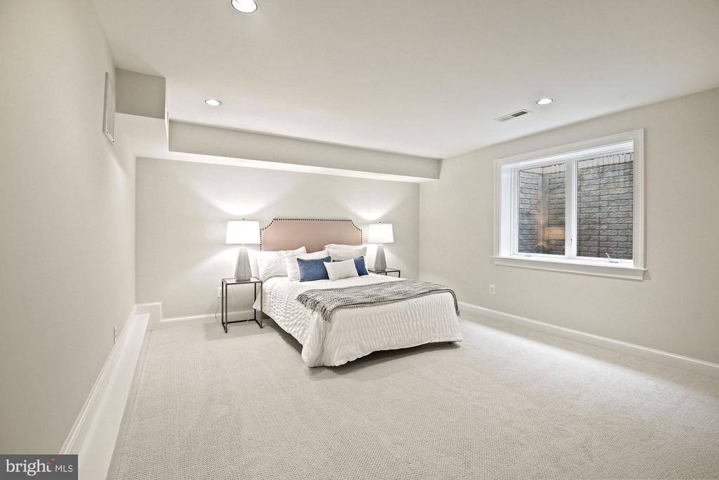private 4th bedroom w/ full bath & natural light - 7907 GLENBROOK RD, BETHESDA