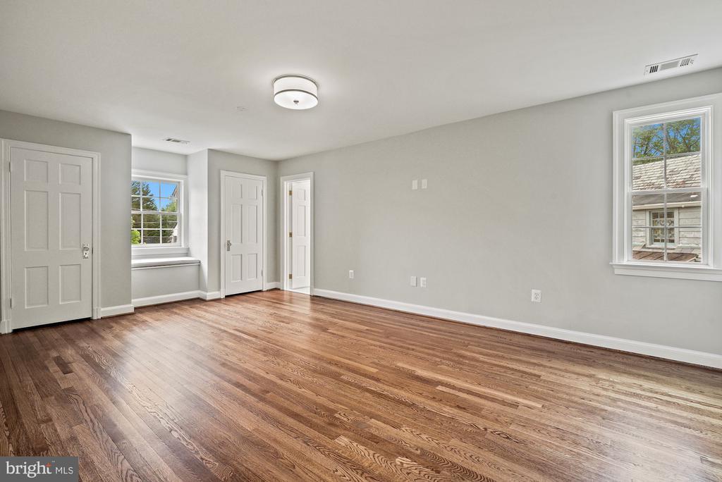 Light filled spacious primary suite hardwood floor - 7907 GLENBROOK RD, BETHESDA