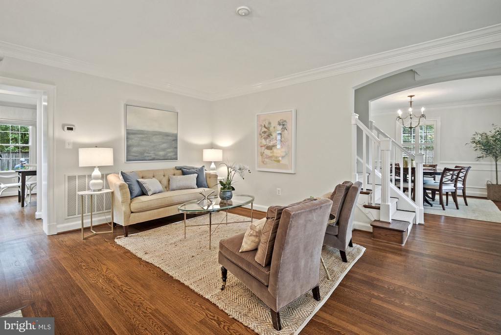 Hardwood floors and oversized & freshly painted - 7907 GLENBROOK RD, BETHESDA