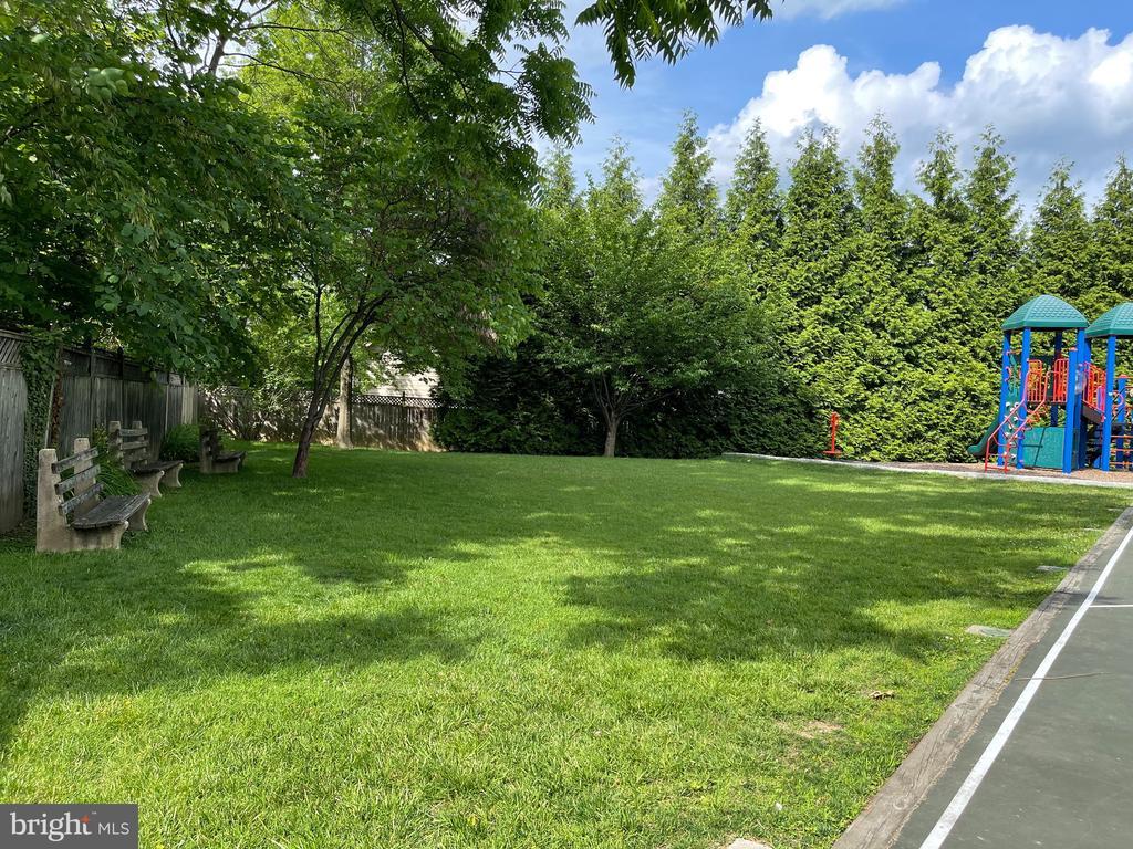 Private neighborhood grassy field - 7907 GLENBROOK RD, BETHESDA