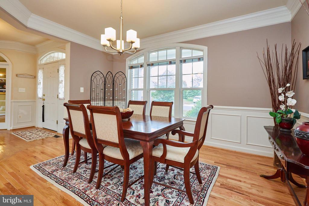 Shiny Wood Floors Throughout Main Level - 504 PAGE ST, BERRYVILLE