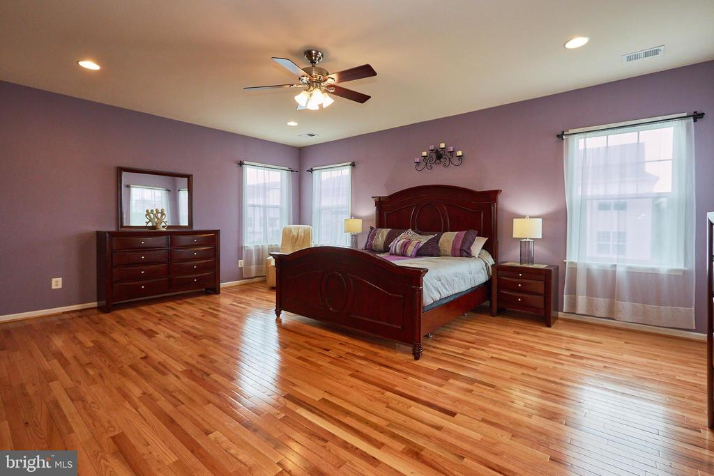 Step Up to The Owner's Suite - 504 PAGE ST, BERRYVILLE
