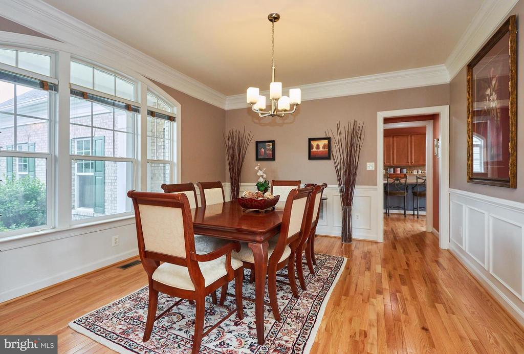 Dining Room & Butler's Pantry to Entertain - 504 PAGE ST, BERRYVILLE