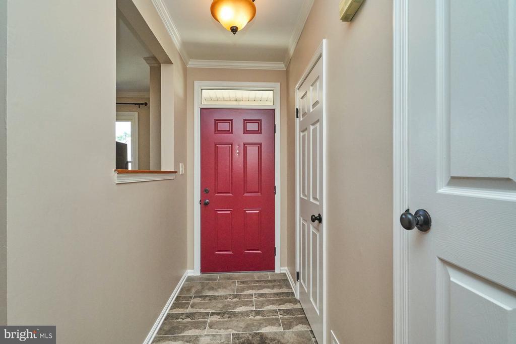 Entry foyer - 7937 BLUE GRAY CIR, MANASSAS