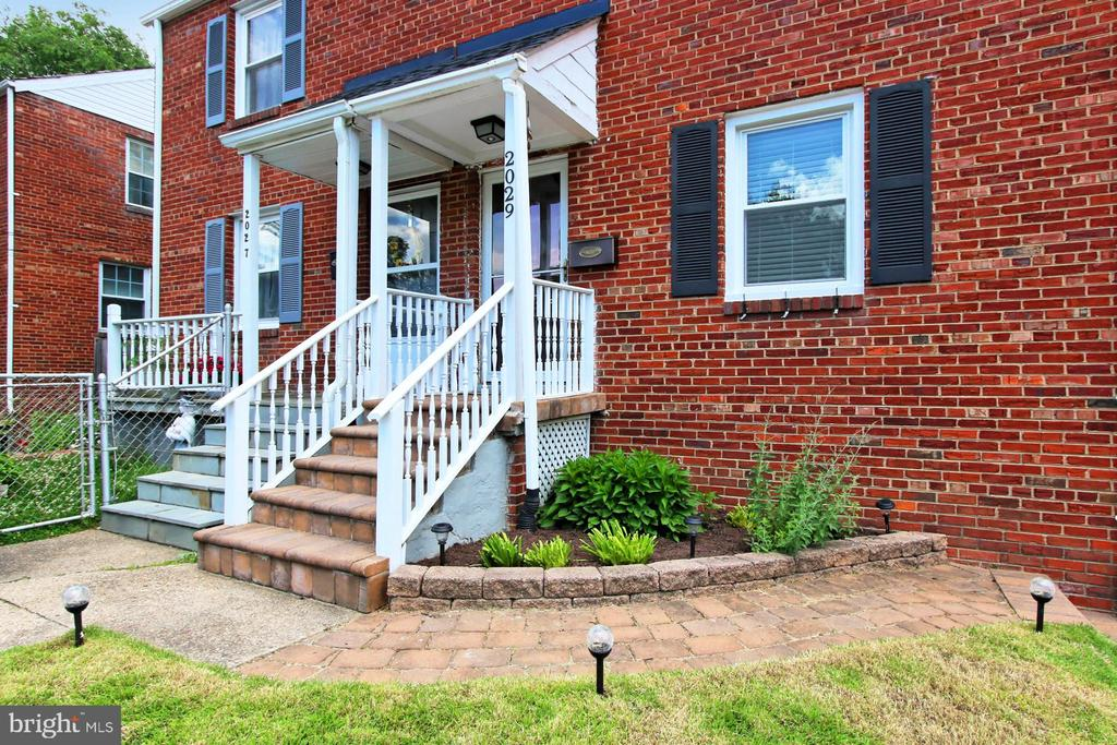 Convenient Walkway from Private Drive - 2029 S OAKLAND ST, ARLINGTON