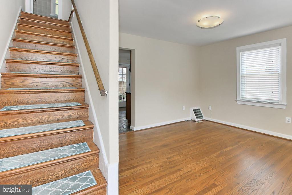 Hardwood Floors in Living Room - 2029 S OAKLAND ST, ARLINGTON
