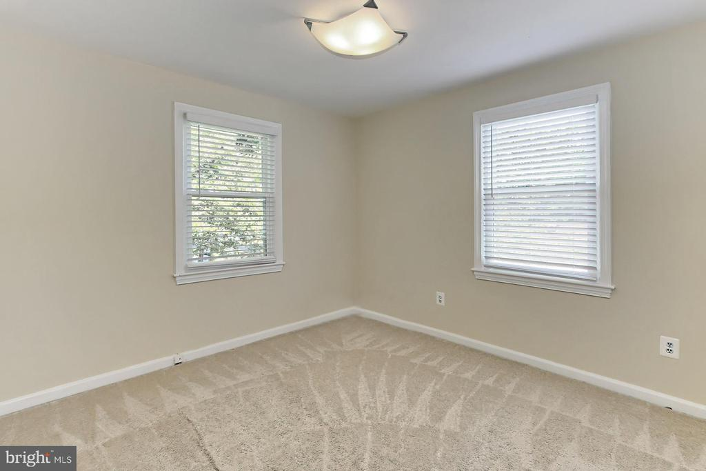 Bedroom Two with Treed View - 2029 S OAKLAND ST, ARLINGTON
