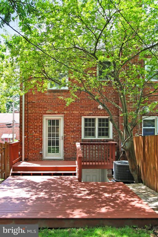Deck Adds to Usable Outdoor Space - 2029 S OAKLAND ST, ARLINGTON