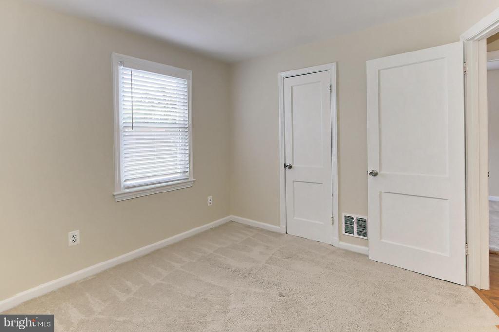 Closet Space - 2029 S OAKLAND ST, ARLINGTON