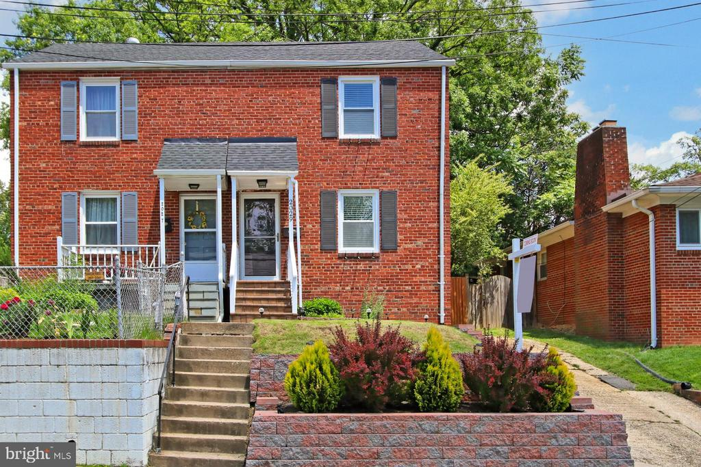 Charming, Renovated, and So Convenient! - 2029 S OAKLAND ST, ARLINGTON