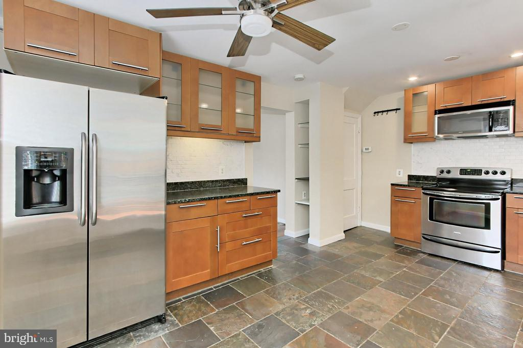 Lots of Cabinet Space in this Cozy Home - 2029 S OAKLAND ST, ARLINGTON