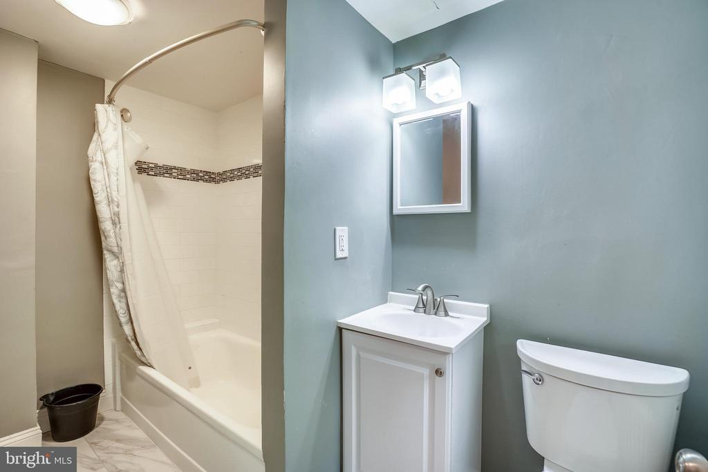 Renovated, lower level full bath - 900 MCCENEY AVE, SILVER SPRING