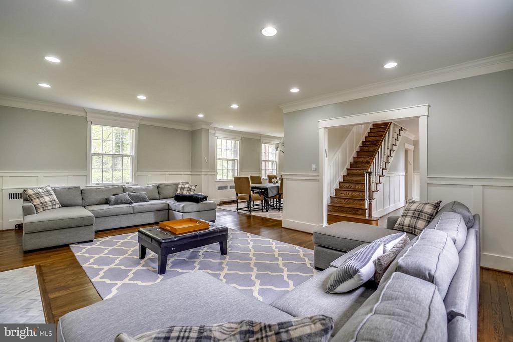 Living room - 900 MCCENEY AVE, SILVER SPRING