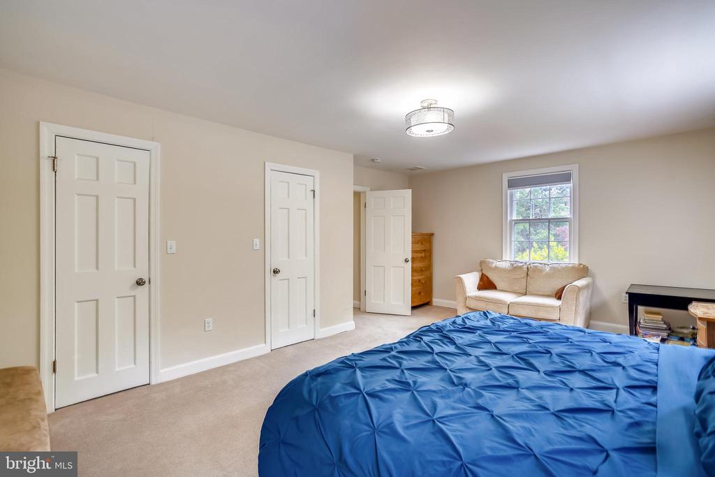 Master bedroom with dual closets - 900 MCCENEY AVE, SILVER SPRING