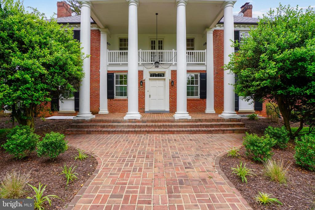 Grand front entrance - 900 MCCENEY AVE, SILVER SPRING