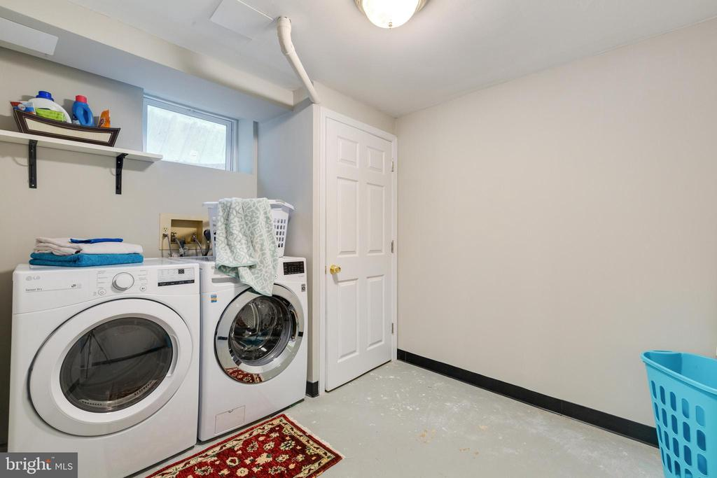 Laundry Room in Basement - 4290 CANDLESTICK CT, DUMFRIES