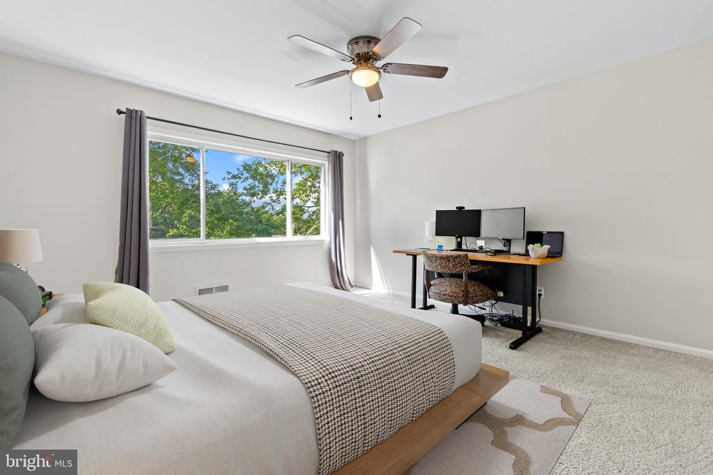 Primary Suite Bedroom - 11300 LINKS CT, RESTON