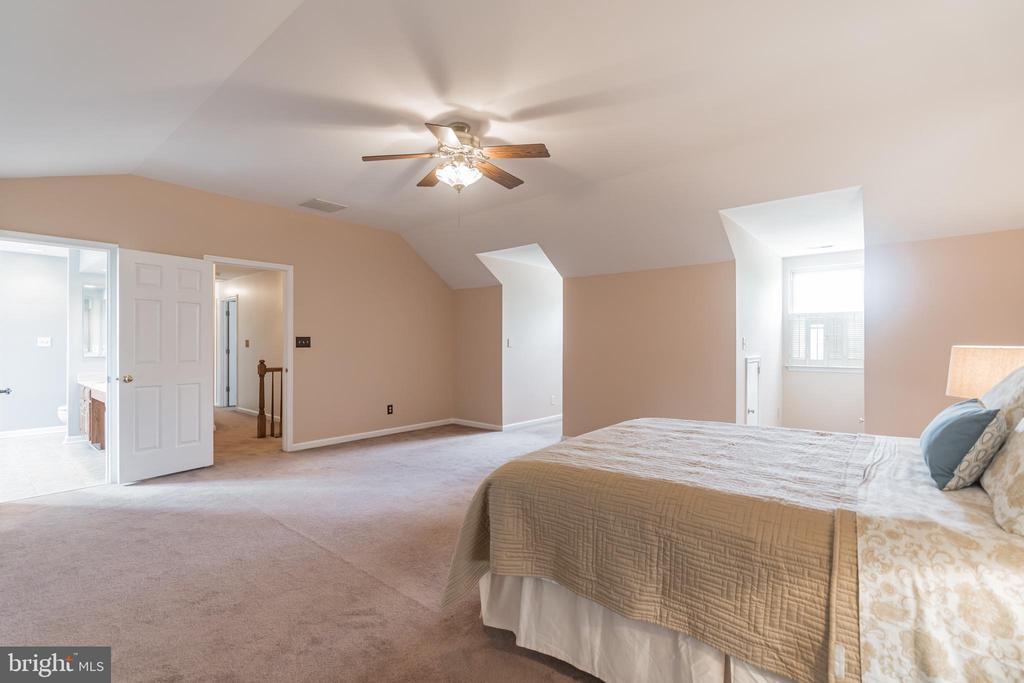 Grand owner's bedroom - 133 NORTHAMPTON BLVD, STAFFORD
