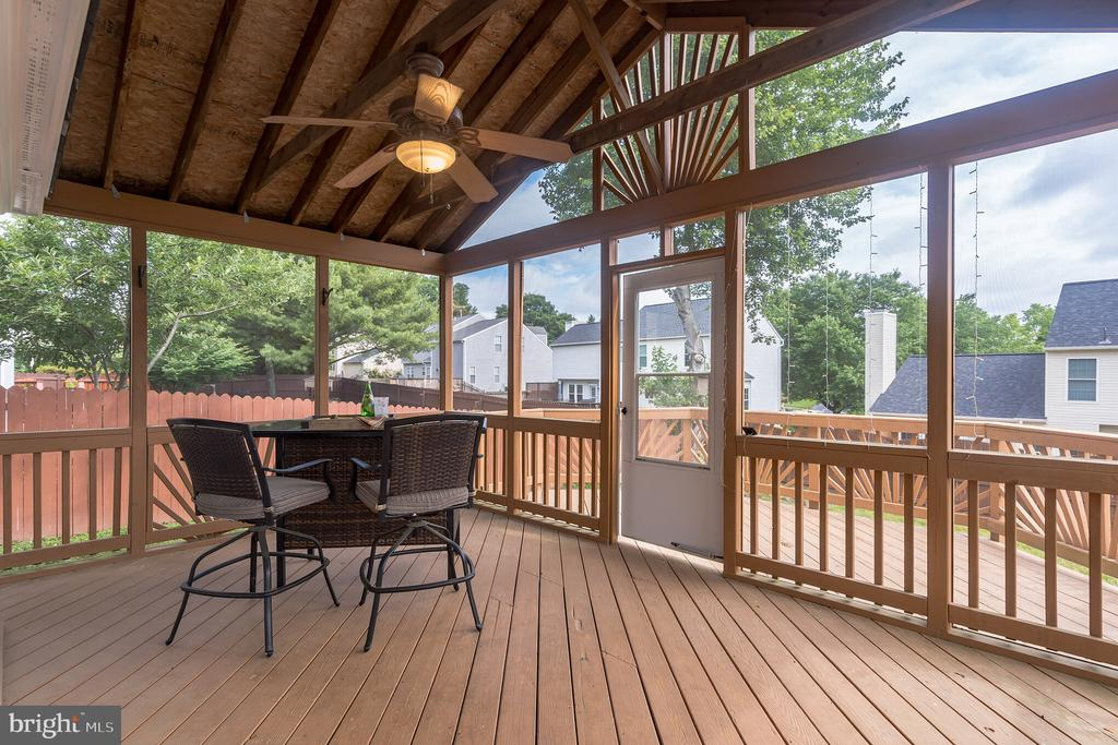 Access screened porch from family room - 133 NORTHAMPTON BLVD, STAFFORD