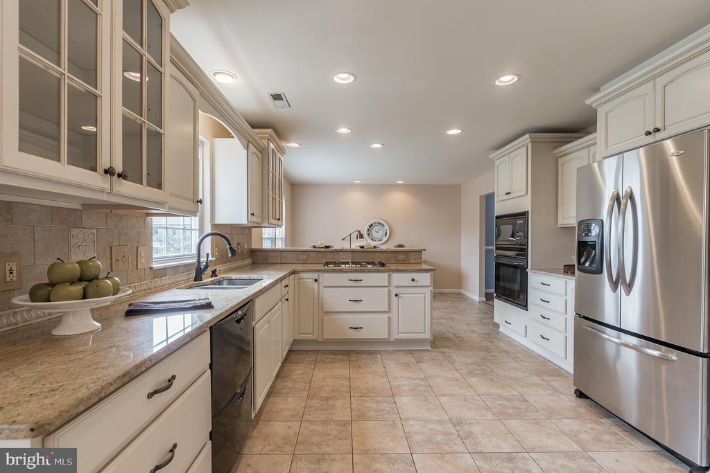 Updated kitchen - 133 NORTHAMPTON BLVD, STAFFORD