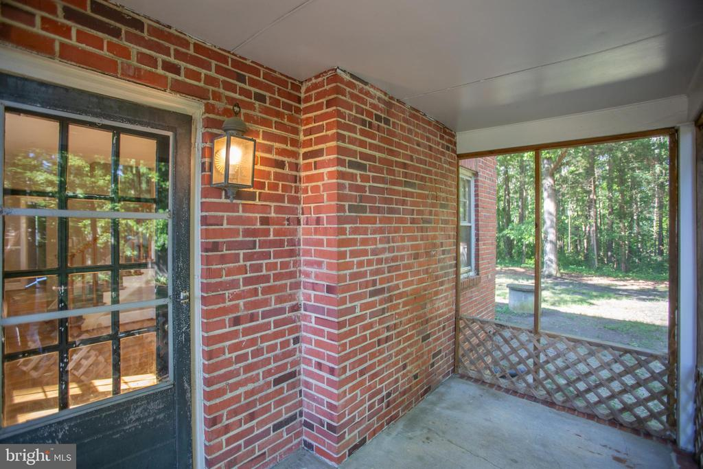 Side Porch - 21358 JEFFERSON DAVIS HWY, RUTHER GLEN