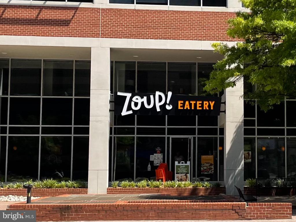 Zoup and Poke Place - 851 N GLEBE RD #115, ARLINGTON