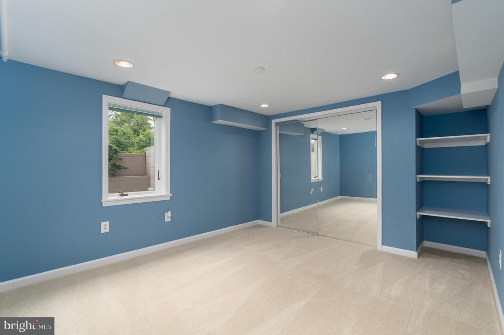 Lower level bedroom - 2740 S TROY ST, ARLINGTON