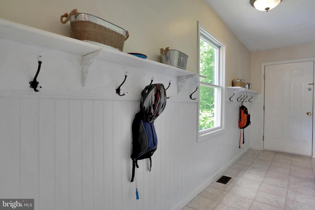 Mud Room - 11302 GAMBRILL PARK RD, FREDERICK