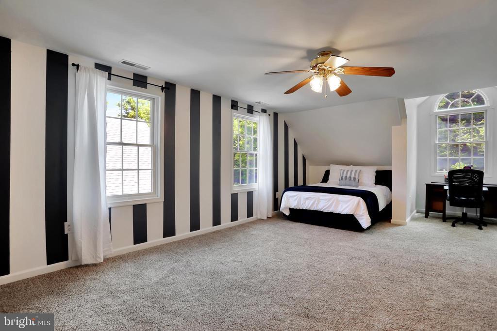 Upper Level Master Bedroom - 11302 GAMBRILL PARK RD, FREDERICK