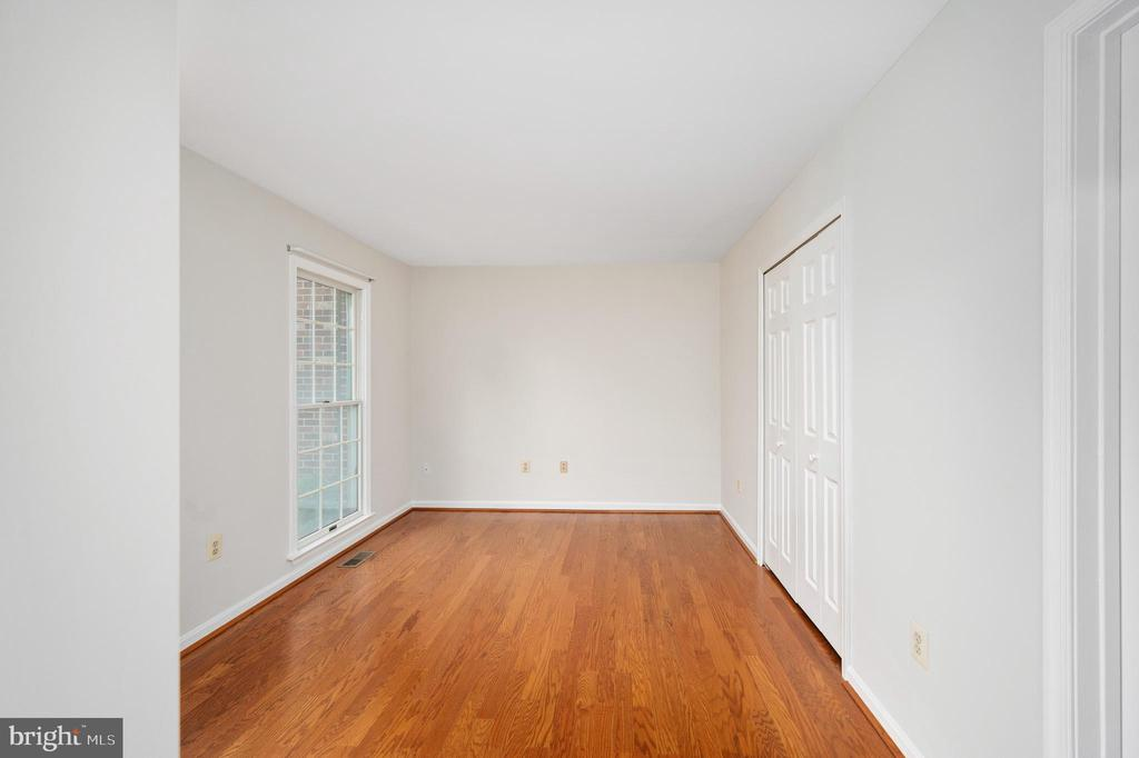 Nice Size Entry Level Bedroom - 9 OAKBROOK CT, STAFFORD