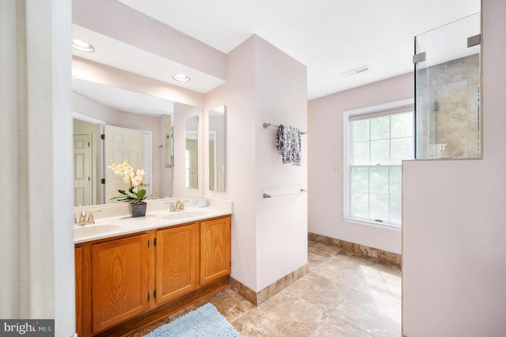 Primary Bath with Double Sinks - 9 OAKBROOK CT, STAFFORD